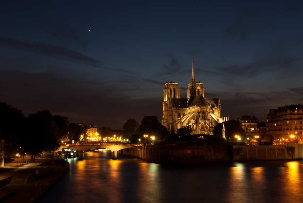 Notre dame paris night